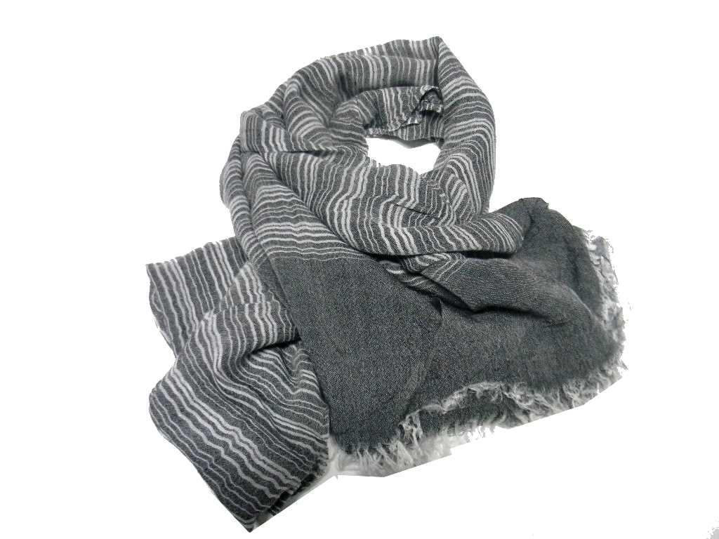Sciarpa grigia e nera uomo a righe bianco grigie morbida pashmina novita 0b69f00bdccb