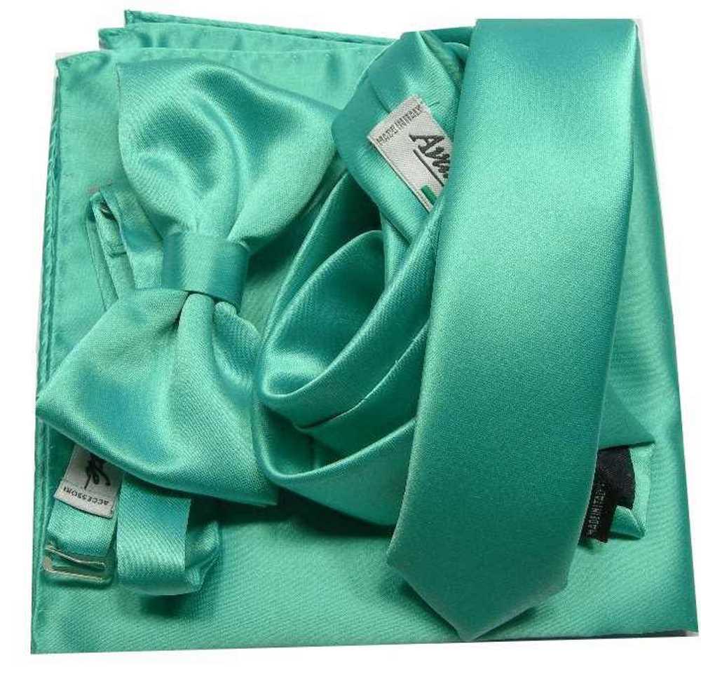 061982d7f0 Abbinata Verde Tiffani Cravatta con Fazzoletto Taschino e Papillon