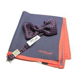 35908923ff Abbinamento papillon blu e pochette a pois punti rosso seta stampata silk  italy