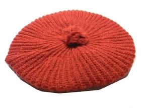 Berretto donna bordeaux rosso pon pon lana wool made italy cap damen woman mode